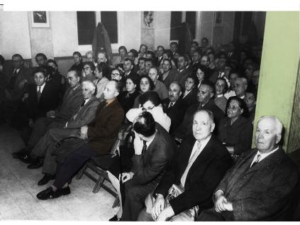 בונדאים באירוע לציון עשר שנים להקמת סניף הבונד בתל אביב. בחליפה שנצבעה במרכז: יוסף פריינד