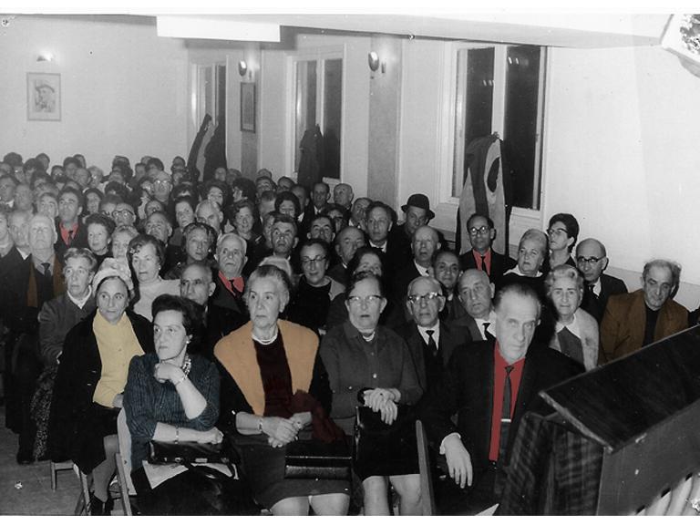 בונדאים ואוהדים בבית ברית העבודה, תל אביב, 1961